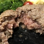 107705988 - 2019.5.9  仙台牛燻製ハンバーグ〜肉汁