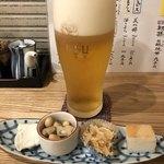 昇 - 料理写真:生ビールとお通し。左端は胡麻豆腐、右が鱒寿司。