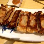 西安曹家 餃子坊 - 西安名物の焼き餃子