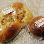 107714863 - もち入りあんぱん110円、ほくほく焼き芋ぱん170円