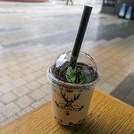 ジ アレイ - 「盆栽タピオカミルクティー」(M・600円)。