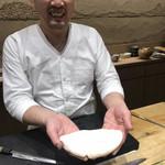 鮨旬美西川 - 巨大虎河豚の白子様と笑顔がぎこちない西川さん(笑)
