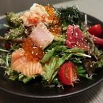 個室くずし割烹 なまら屋  - 海鮮サラダ