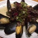海鮮魚介と日本酒 旬彩和食くつろぎ - ムール貝のバターソテー