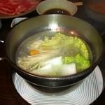 PAN - 固いお野菜を最初に、鍋に入れてます。