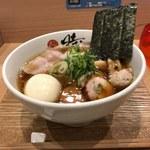 107737403 - 中華蕎麦(880円)+特製トッピング(300円)