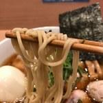 107737422 - 麺は中細ストレート麺