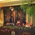 PAN - 窓辺には、クリスマスの飾りつけがいっぱい!