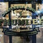 CALIFORNIA DINING THUNDER STEAK&HAMBURGER - カッコいいロゴですね♪Tシャツ欲しいなー(*^-^*)