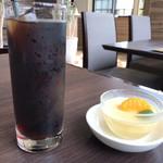 牛豚鶏食堂 - アイスコーヒーとババロア