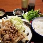 恋鯉 - 生姜焼定食 このボリュームで800円!お得っ!