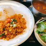 華麗亭 - 料理写真:2019.5.15の週替わりランチ(チキンカレー&ドライカレー)