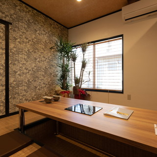 和モダンテイストの落ち着いた個室もご用意しております。