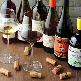 自慢の豚肉料理と相性バツグンの自然派ワインもたくさんあります