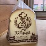 107754138 - コメダの食パン