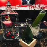 Bar&Flair Recommend - 美女と野獣(左)笹の葉と高瀬緑茶のジントニック(右)
