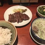 たんや 善治郎 - 牛たん定食 3枚(6切)(1,620円)サラダ付き、ご飯半分