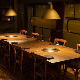 【10名用テーブル席】 4名用テーブル(四角)2卓を繋げて用意致します。
