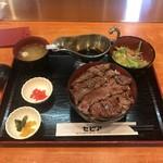 グリルセピア - 平日ランチB定食(ステーキ丼)+お肉の大盛り