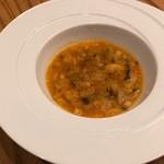 フルエンテ - 野菜と豆を煮込んだスープ トマトベースに人参、キャベツに豆を煮込んだスープ