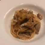 フルエンテ - 全粒粉のタリアテッラ ホロホロ鶏と大浦ゴボウのラグー