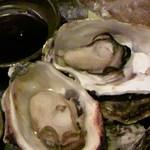 10778931 - 【焼き牡蠣】\620…そのまま食べても十分美味しい。