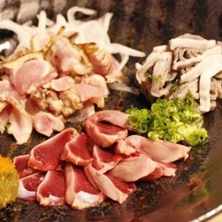 ◆朝引きの鶏のタタキやズリ刺しは人気です♪