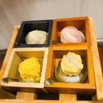Sekainoyamuchan - 錦糸焼売、広東焼売、帽子餃子、薄皮小籠包             どれもちょっと作り置き感があったかな(^_^;)