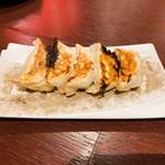 Sekainoyamuchan - 山ちゃんでお馴染みの「手羽胡椒」を使用した、幻の名古屋餃子!スパイシーで美味しいです^ ^