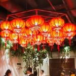 Sekainoyamuchan - 店内に入ると赤い提灯がたくさん吊り下げられていて、まるで上海の裏通りの屋台街のようです♫