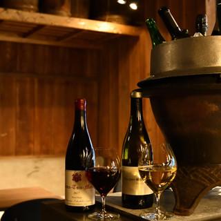 料理にあうワインや厳選した日本酒など、豊富なラインアップ