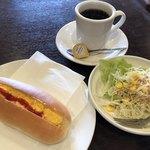 107794931 - ホットコーヒー330円とエッグドッグのモーニング