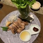 隠れ房 - 巻き野菜で食べる熟成豚肩ロースの西京漬け