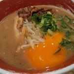 徳島ラーメン 麺王 - 黄身割れちゃった