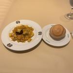 107795936 - 1の皿(魚介類のパエジャ、パン)