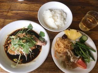 シャンウェイ - ランチ 蒸し鶏の葱醤油(サラダバー付き 890円)