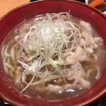 黒豚料理 寿庵 - 鰹ベースのダシに豚バラを潜らせたつゆに柔らか蕎麦と豚バラ、白髪葱