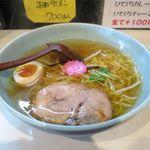 大麓ラーメン 麓郷舎より - 料理写真:淡麗あっさりラーメン(シオ味、500円)