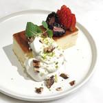 72°ジューサリー + カフェ バイ デイヴィッドマイヤーズ - スフレチーズケーキ(900円)