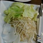 薄野 中村屋 - 生ラム 130g ¥930- 野菜盛り¥550-