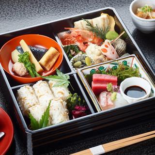 この道33年のキャリアを持つ村松喜久夫氏が紡ぎ出す日本料理を