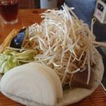 溶岩焼き 山賊食堂 - 山盛りの野菜(二人前)