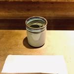107828199 - カウンターのお茶とおしぼり