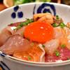 めしの助 - 料理写真:海鮮丼(大)@1,800円:ネタ多め。ご飯少なめで。