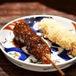 山虎 - 味噌串カツ(1本)@180円:特製味噌ダレと、日乃鳥ソースで。日乃鳥ソースは、自分でかけていただく。