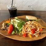 ヴェネツィア酒場 Ombra - ヴェネツィアンワンプレートランチ(税込1,000円)この日のパスタは牛挽肉とパプリカのトマトソース。ドリンクはコーヒーを。