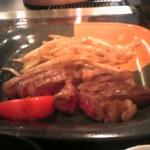 10785691 - 山形牛ステーキ 150g (一切れ食べたあと……)