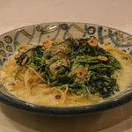 ビエニビエニ - 季節限定メニュー牡蠣とほうれん草のパスタは美味しい