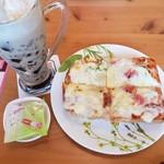 コメダ珈琲店 - たっぷりたまごのピザトースト 700円