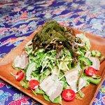 侍ちゃんぷる - 海ぶどうやもずくやゴーヤが入った贅沢なサラダ【侍ちゃんぷるサラダ】